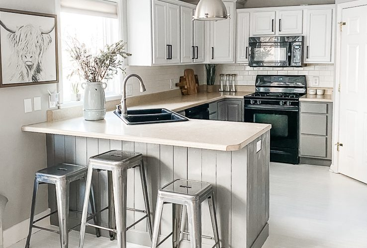 Revealing our Inexpensive and Easy Kitchen Makeover