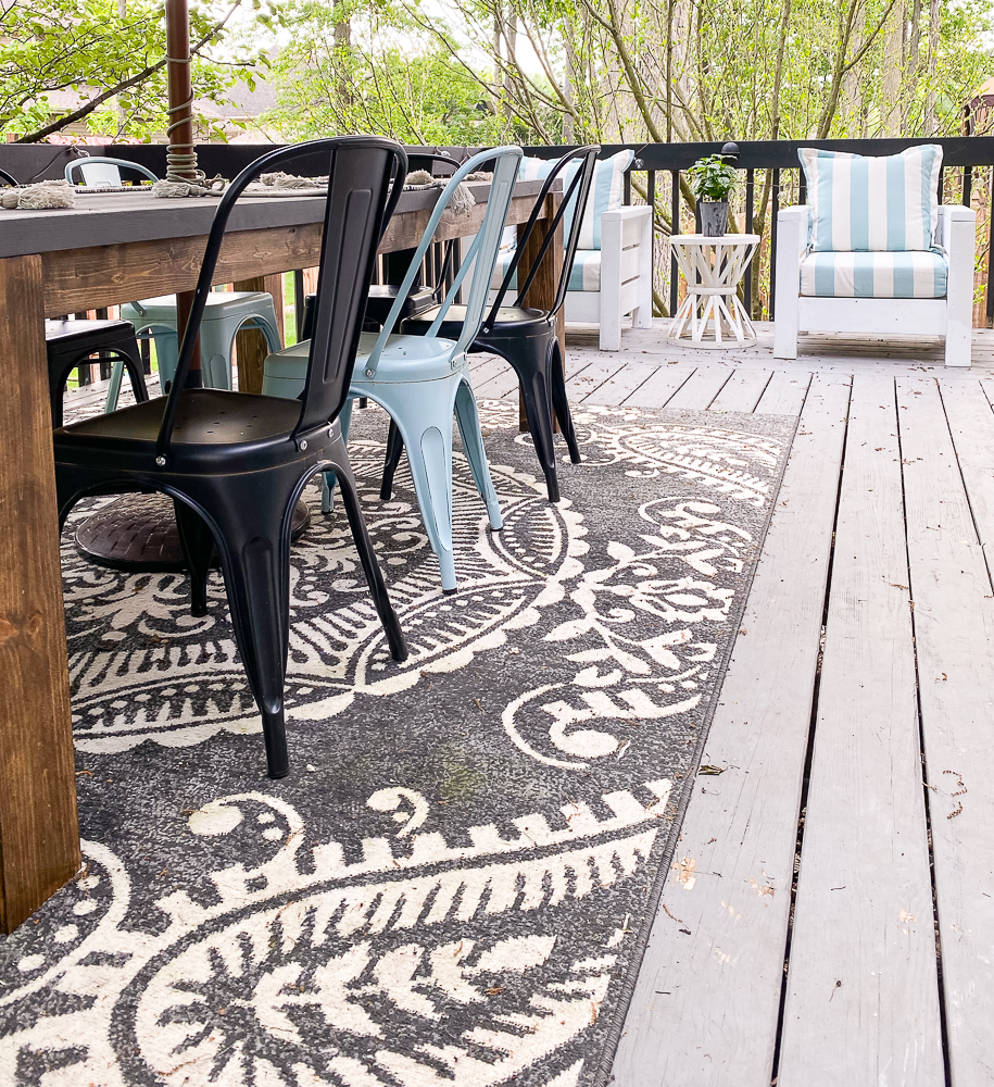 outdoor space deck with outdoor furniture and rug