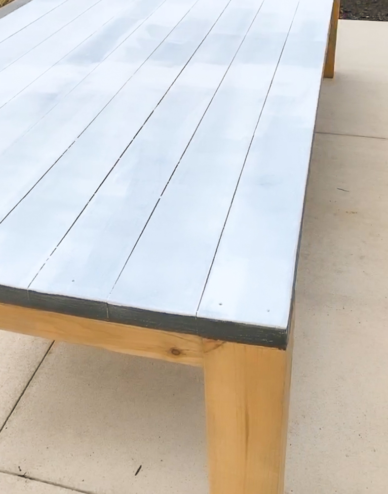 Primed table top sealing pine sap