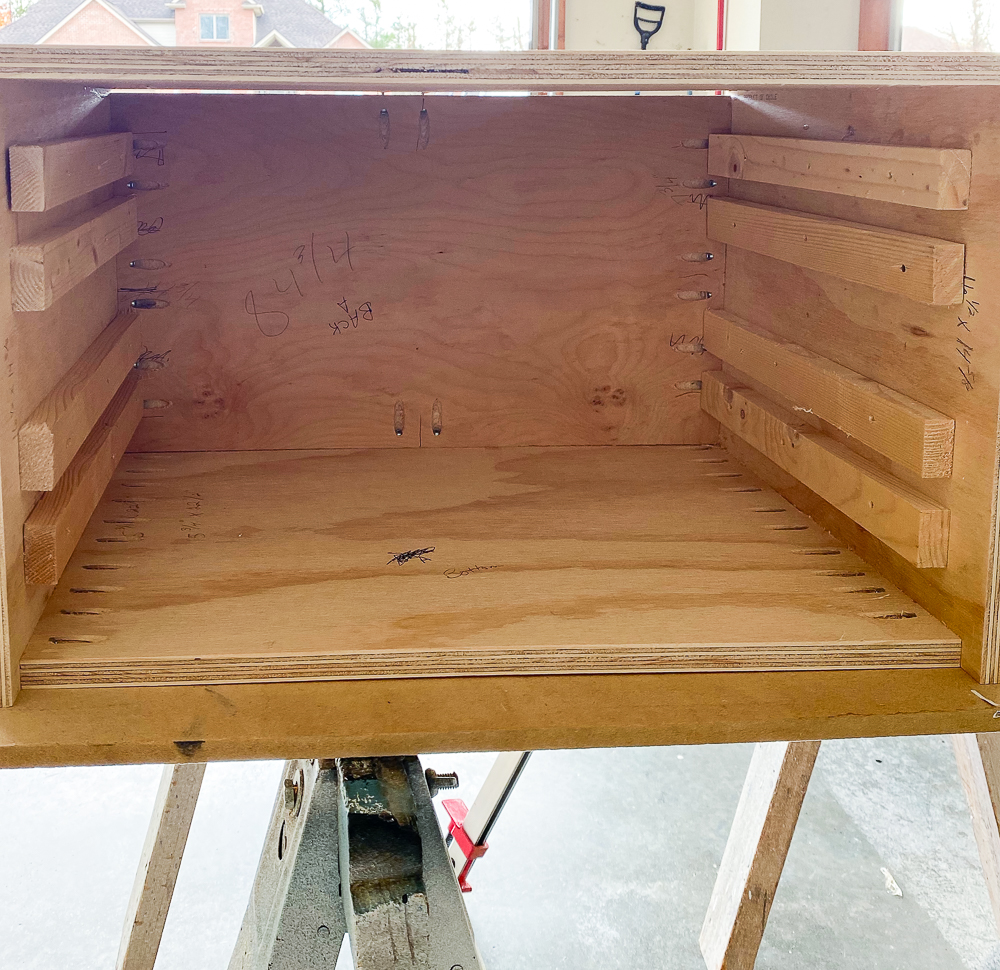 Drawer box with drawer supports