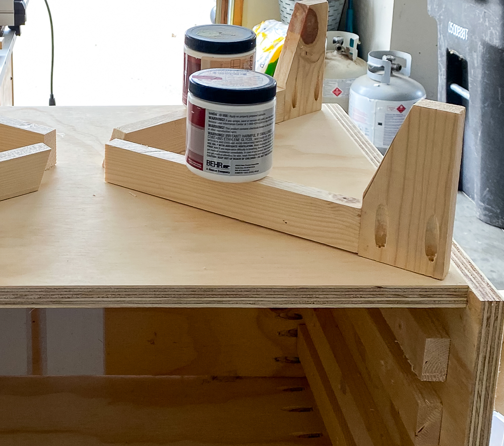 Nightstand leg with pocket holes